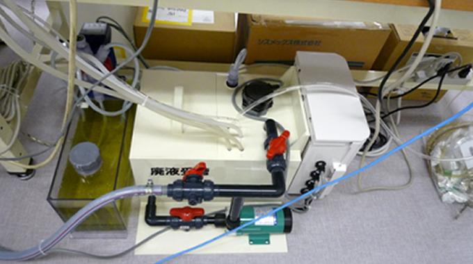 医療排水の規制変更に対応するため排水処理対策に適切な小型中和装置を