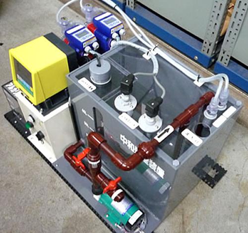 ドラフトチャンバーの下に入る小型の中和装置